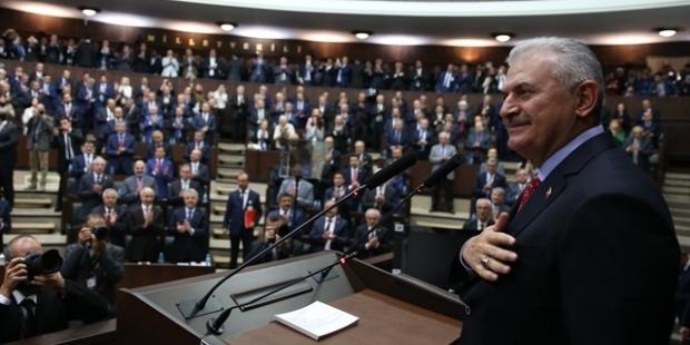 """""""AKP içindeki 'gizli hayır'cılar, merkez sağda yeni bir parti arayışında"""""""