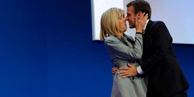 Macron Ve Kendisinden 24 Yas Buyuk Esi Eski Ogretmeni First Lady Olmaya Hazirlaniyor