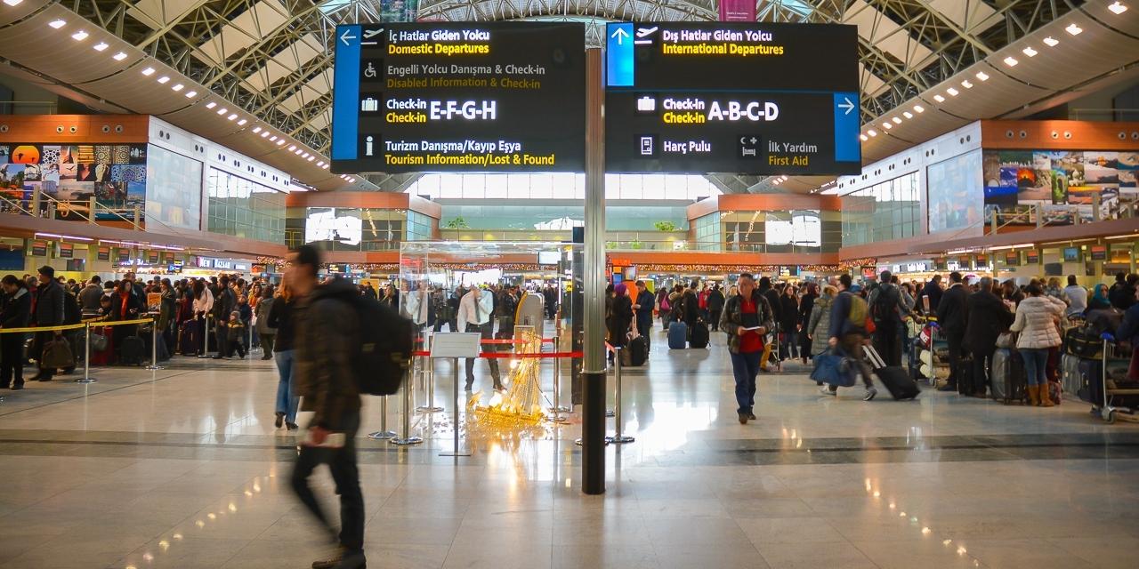 d39fa9810f3c4 İç hatlar uçuşlarında fast track hizmetini satın alan yolcular, bu  geçişlerini artık iç hatlar giden yolcu asma katında bulunan özel geçiş  noktasından ...