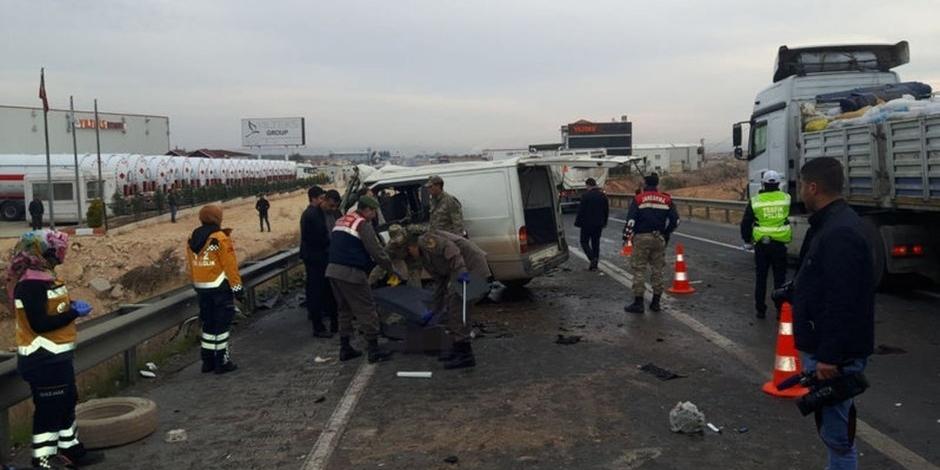 Gaziantep Nizip Karayolunda Trafik Kazasi 5 Olu 3 Yarali