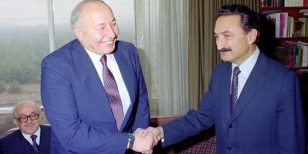 """Erbakan, Kasım 1974'te Ecevit liderliğindeki CHP ile koalisyon yapmıştı"""""""