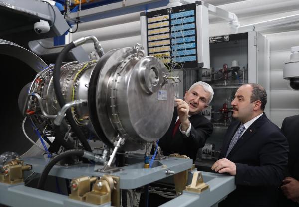 Bakan Varank, ilk milli helikopter motoru TS1400'ün testine katıldı